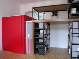 Badezimmer in roter Box und Arbeitsgalerie