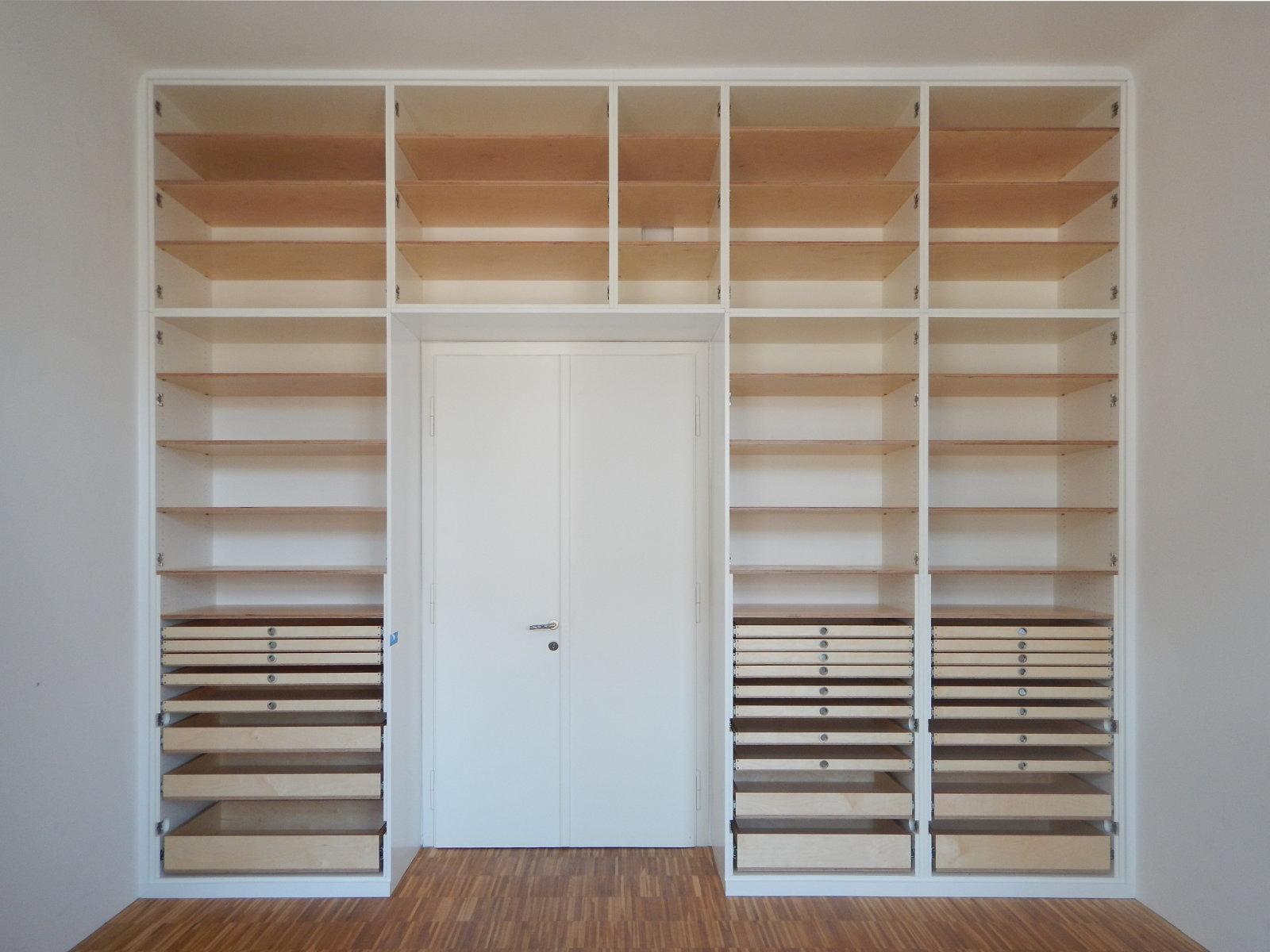 Kasten in Büro S. - ohne Türen